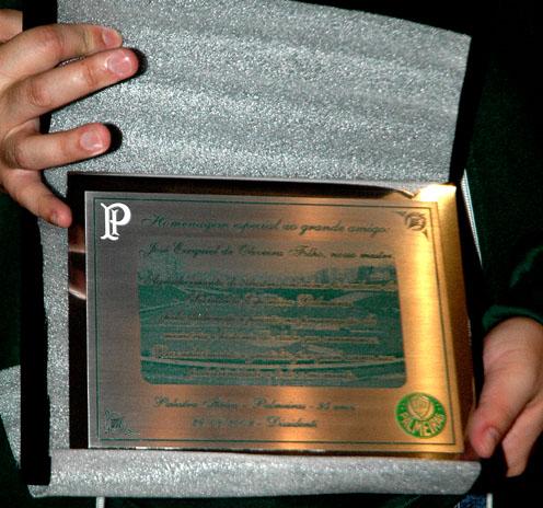 Detalhe da placa entregue ao nosso historiador Verde