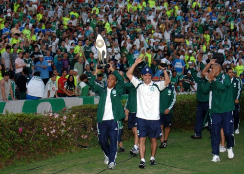 A coisa tá tão boa que até no Futebol Society nos sagramos campeões Paulistas - e em cima dos nossos eternos fregueses, para melhorar. Aliás, da última vez que eles ganharam alguma coisa da gente, o pau do juquinha ainda levantava!...